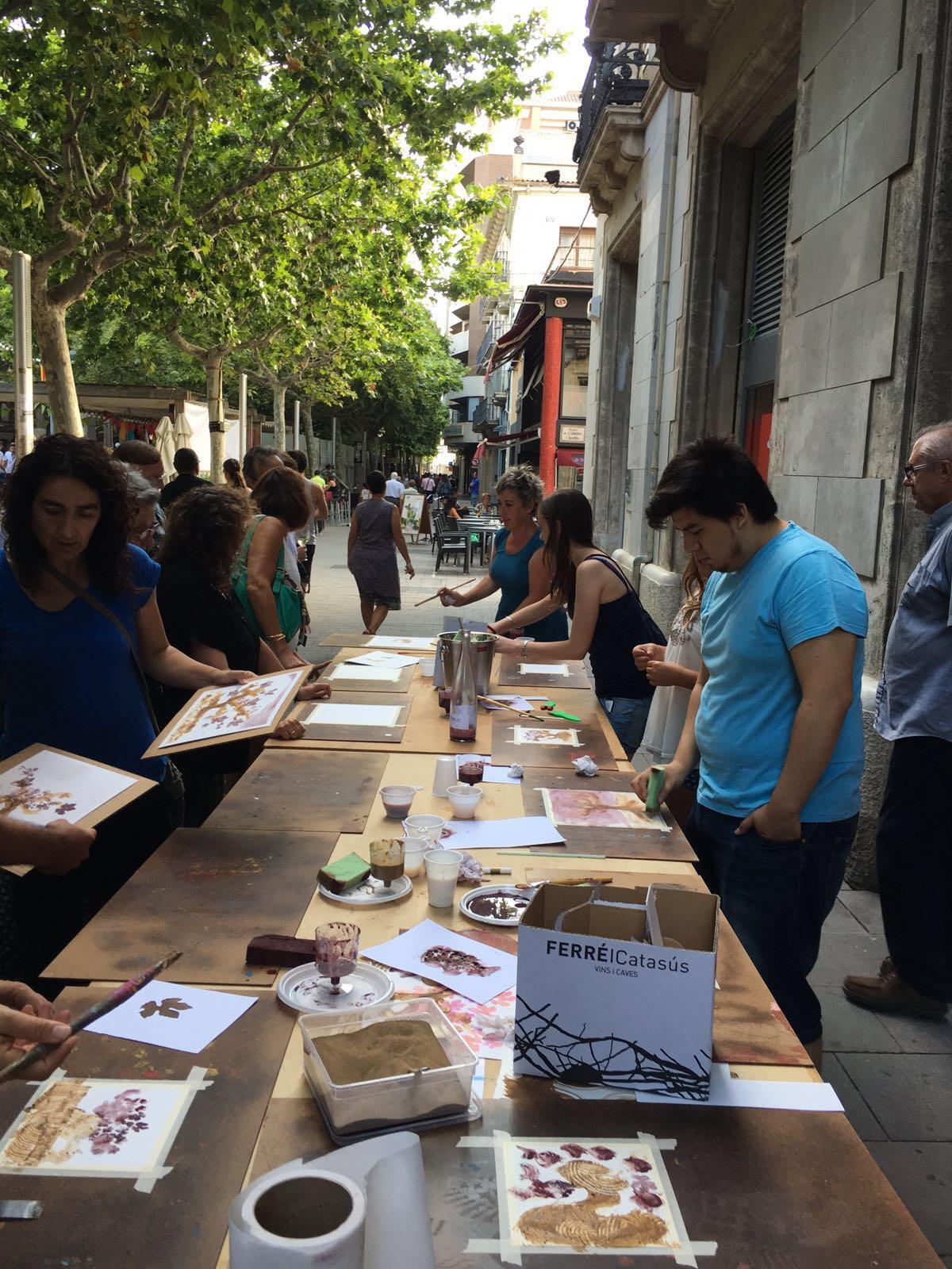 Exposición ART AL VI-DRE, colectiva de artistas solidaria