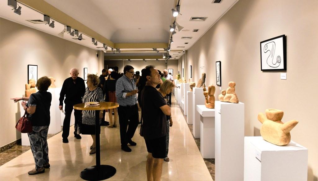 """Visita guiada a l'exposició Pedra Morta, Pedra Viva – Menorca"""""""