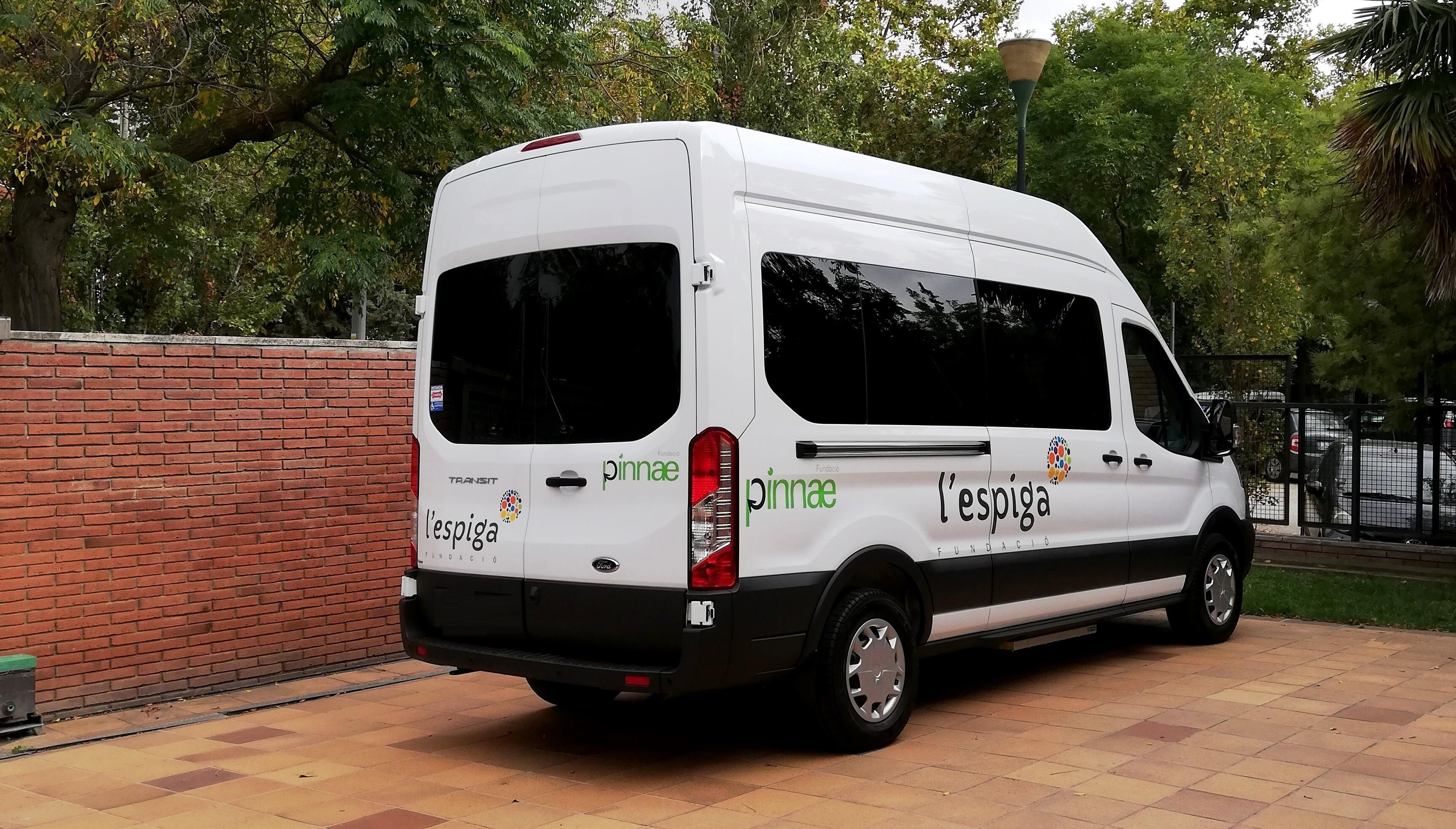 La Fundació l'Espiga estrena un vehicle adaptat pels seus usuaris gràcies a l'ajuda de la Fundació Pinnae