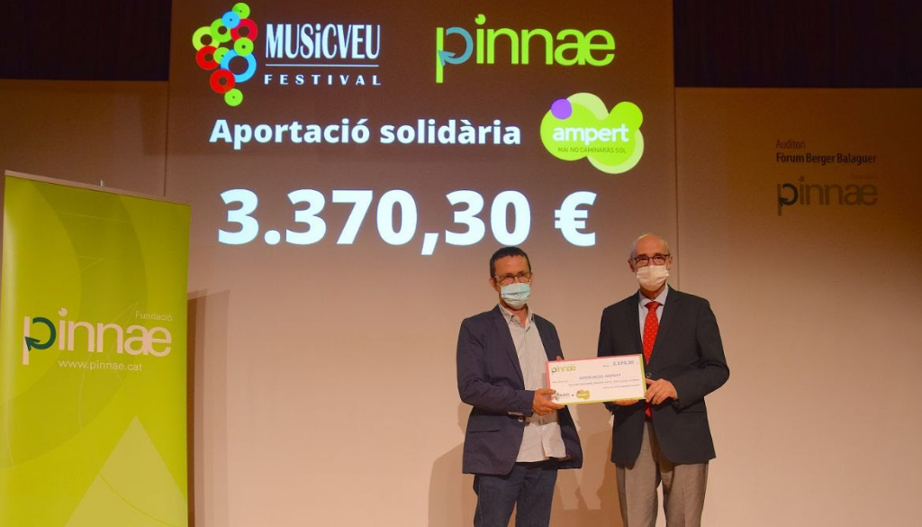El Festival MUSiCVEU, organitzat per la Fundació Pinnae, lliura 3.370,30 € solidaris a AMPERT