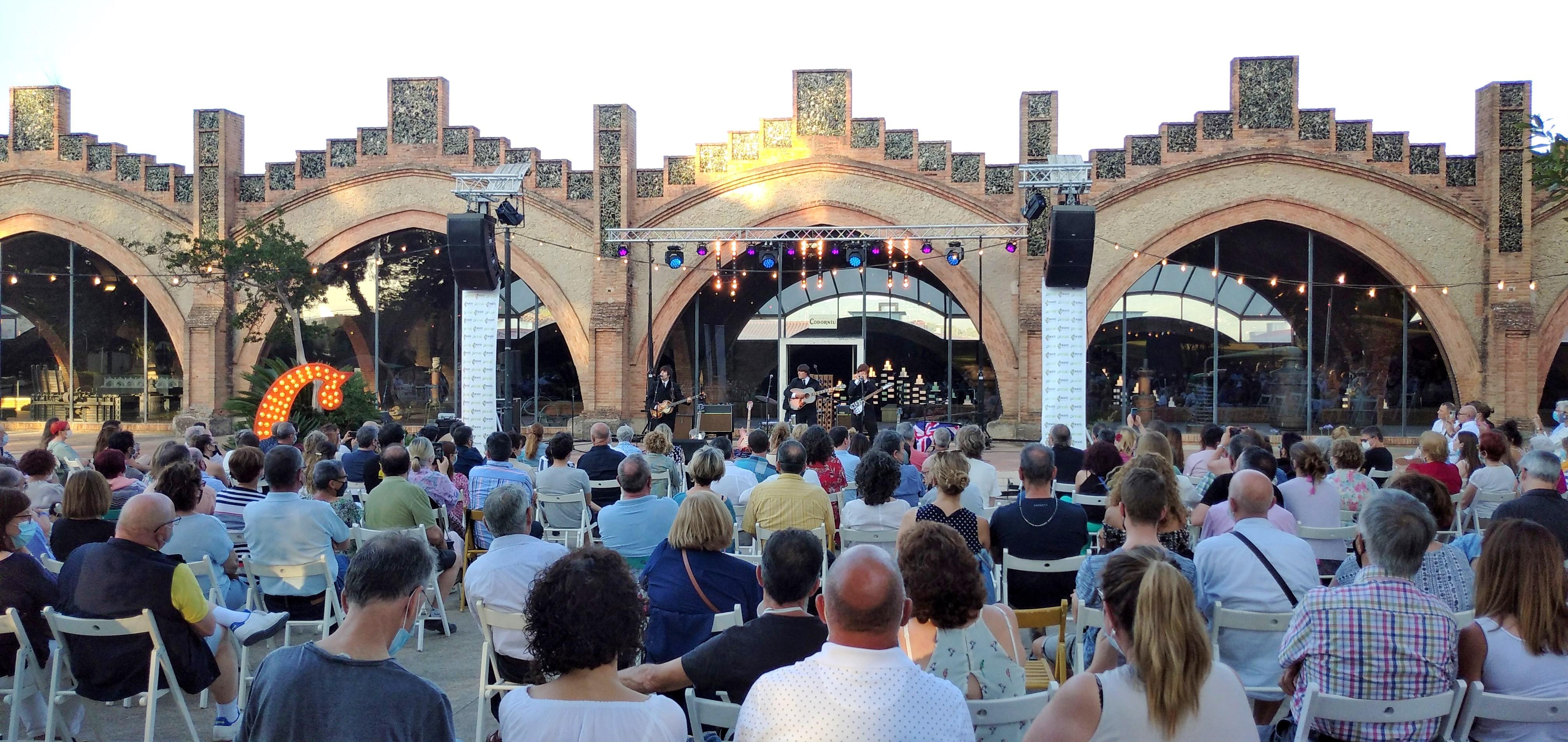 ABBEY ROAD, omplen de gom a gom els Jardins de Codorníu en un concert únic i solidari